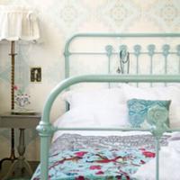 een brocante slaapkamer begint met het kopen van een brocante bed u ...